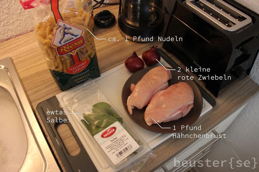 Zutaten: Hähnchen, Nudeln, rote Zwiebeln, Salbei