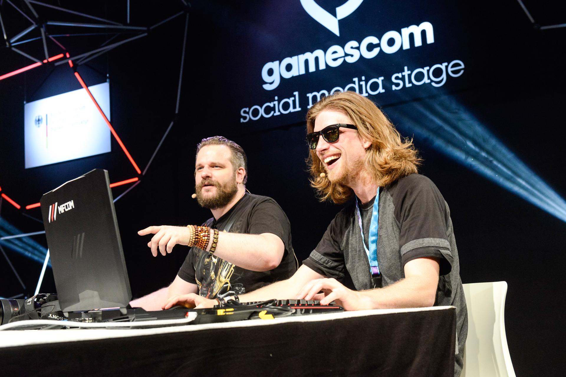 Gronkh und Sarazar auf der social media stage, Halle 10.1; Quelle: Gamescom